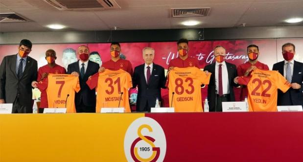 Galatasaray'dan Yeni Transferlere İmza Töreni