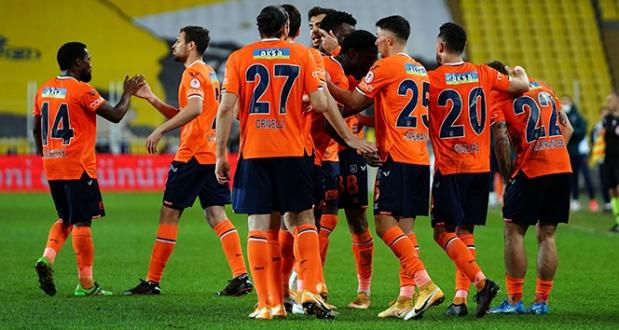 Başakşehir Fenerbahçe'yi 2-1 Mağlup Ederek Yarı Finale Yükseldi